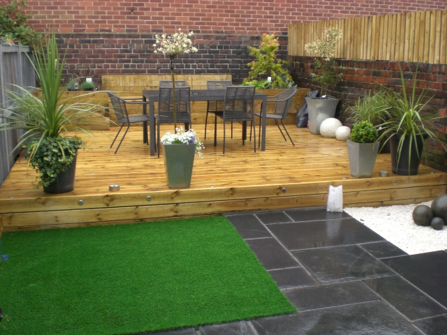 Sheffield landscaper gallery patios decking ponds fencing for Garden makeover