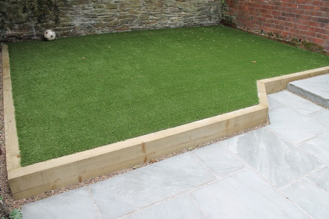 This small terraced back yard in Sharrowvale Sheffield was transformed ...